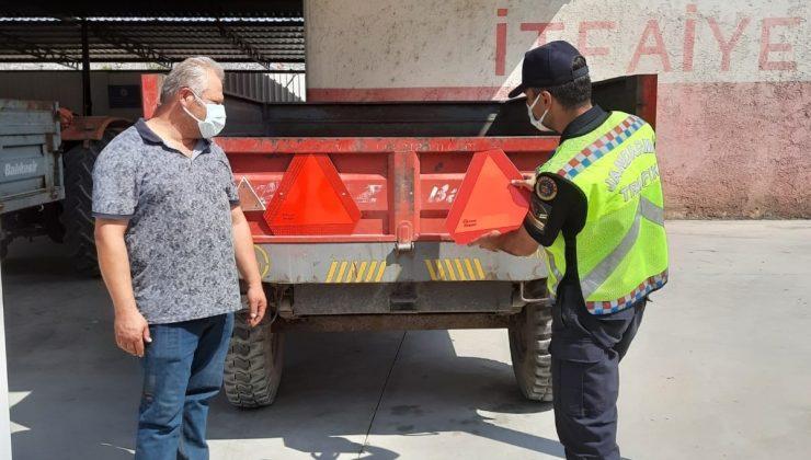 Jandarma reflektör dağıttı