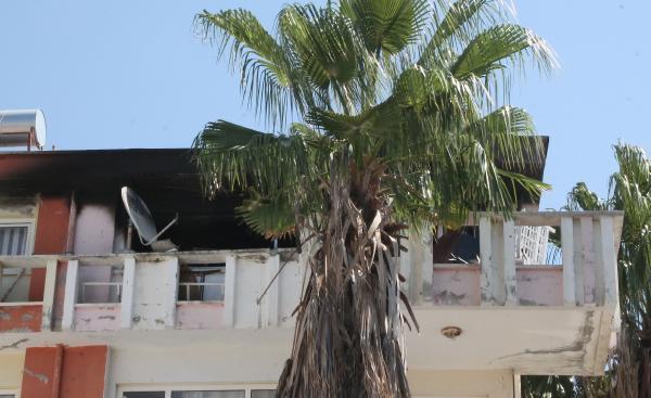 Kendisine zarar verip evi yaktı