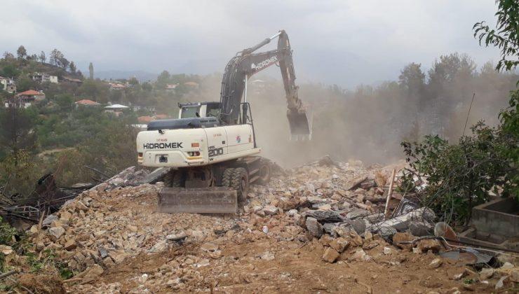 Kepez Belediyesi, Gündoğmuş'taki yıkım çalışmalarına katıldı