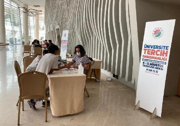 Kepez'de tercih danışmanlığından 500 genç yararlandı