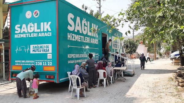 Kepez'in 'Gezici Sağlık Merkezi' afet bölgesinde şifa dağıtıyor