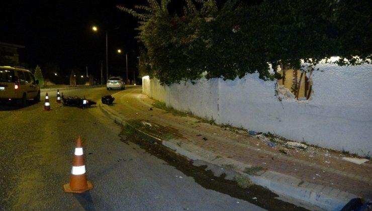 Kontrolden çıkan motosiklet duvarı deldi: 2 yaralı