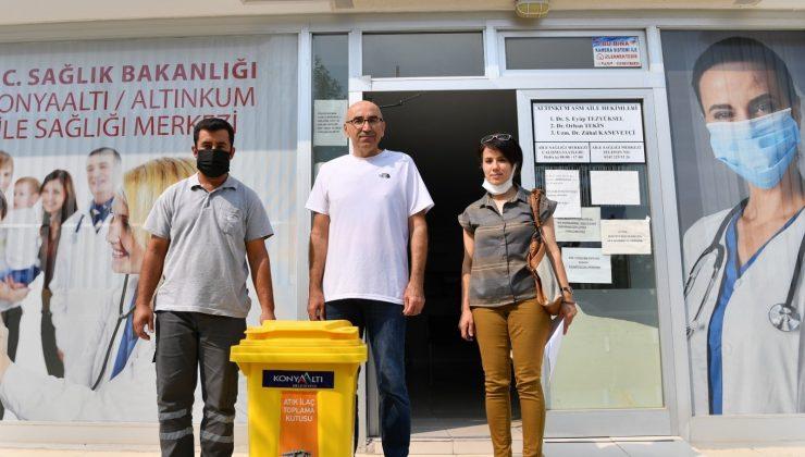 Konyaaltı'ndan sağlık merkezlerine atık ilaç toplama kutusu desteği
