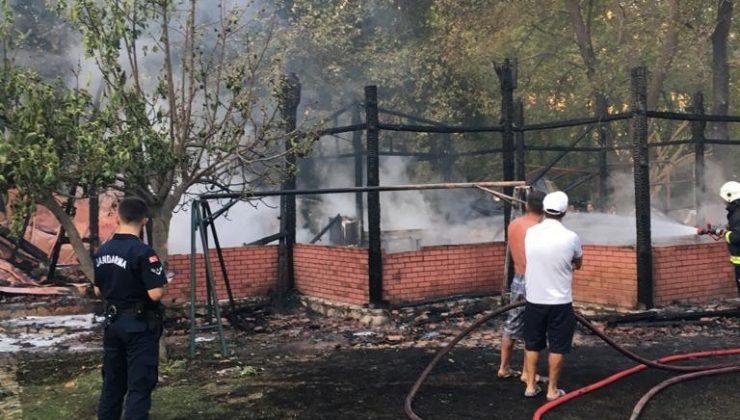 Kumluca Adrasan'da otel yangını korkuttu