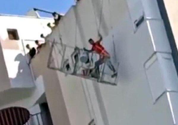 Makara arızalanınca 12'nci katta mahsur kalan boyacı kardeşler kurtarıldı