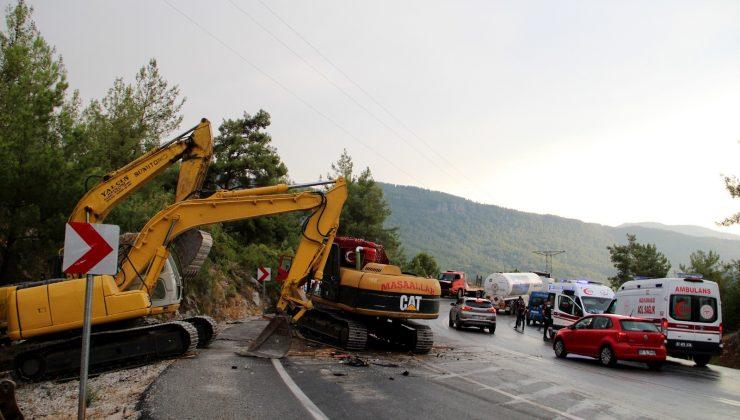 Manavgat yangınında çalışan Karaman Gönüllü Hafriyatçılar Birliği konvoyunda kaza: 1 yaralı