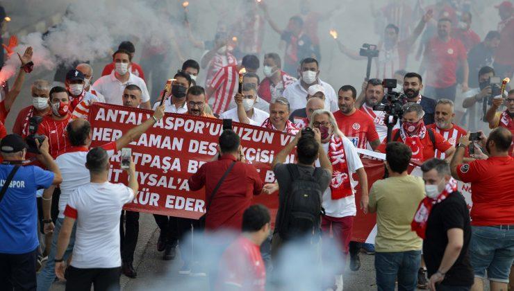 Muratpaşa Belediyesi'nin,Antalyaspor Taraftarı Lokali açıldı
