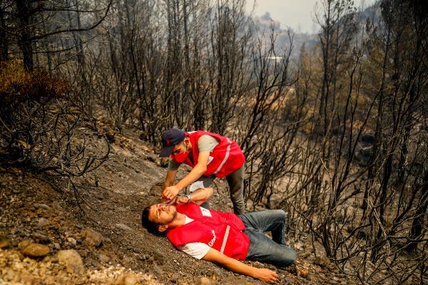 Orman yangınında gönüllülerin 'asılsız ihbar' mesaisi
