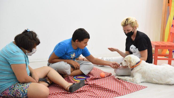 Özel çocuklar için evcil hayvan terapi programı