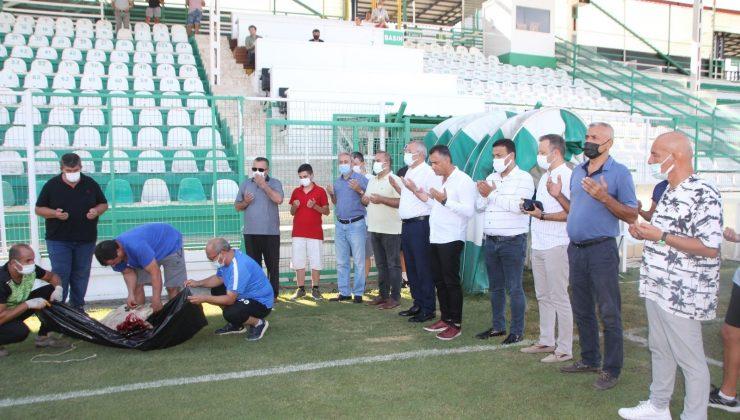 Serik Belediyespor'da yeni sezon açılışı dualar eşliğinde kurban kesilerek yapıldı
