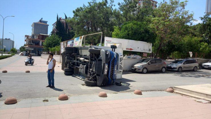 Serik'te 2 kamyon çarpıştı: 2 yaralı