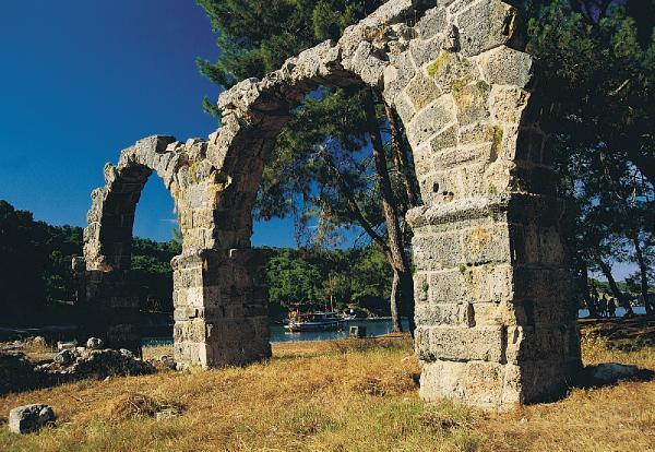 Tarihle doğanın iç içe olduğu kent: Phaselis