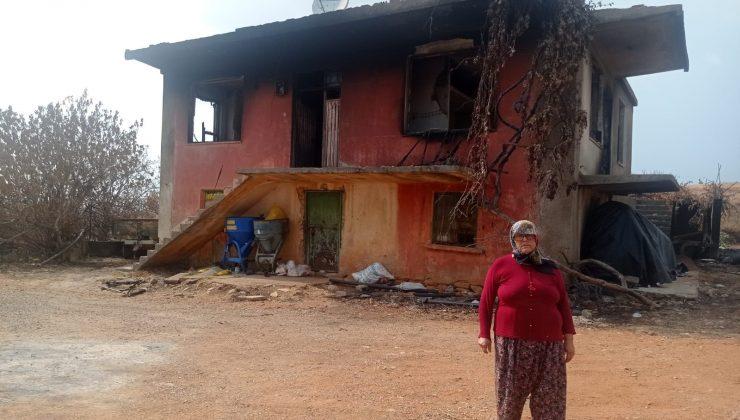 Yangında evi küle dönen Döndü teyze bir terliği ve kıyafetiyle kaçabildi