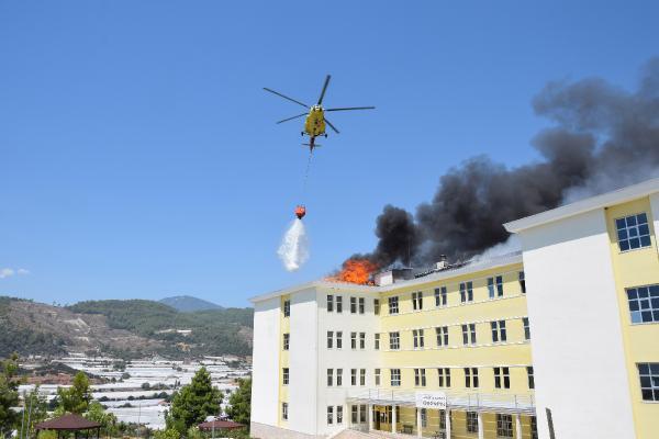 Yurt çatısındaki yangın, karadan ve havadan müdahaleyle söndürüldü