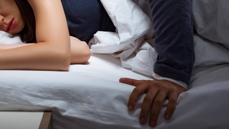 Otel görevlisinin odasında uyuyan kadını taciz ettiği iddiası!