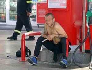 Akaryakıt istasyonunda bıçaklı ve çakmaklı korkutan eylem