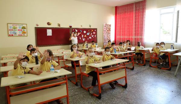 Alanya Belediyesi'nden okullara 12 bin dezenfeksiyon kiti