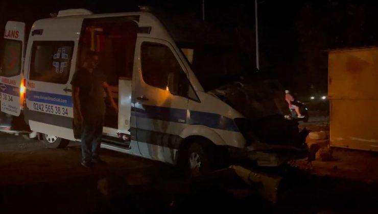 Alanya'da ambulansla hafif ticari araç çarpıştı: 1 yaralı