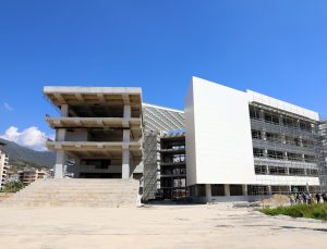 Alanya'nın yeni belediye binası açılmak için gün sayıyor