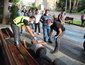 Alkollü şahsın polis ve sağlıkçılara uyku tepkisi