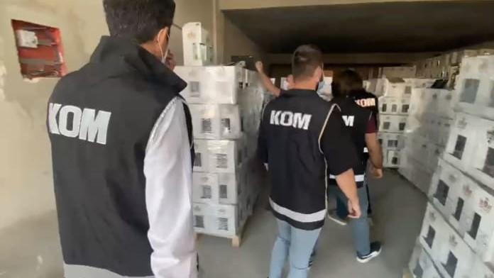 Antalya'da 7 bin 638 şişe sahte alkol ile 450 gram metamfetamin ele geçirildi