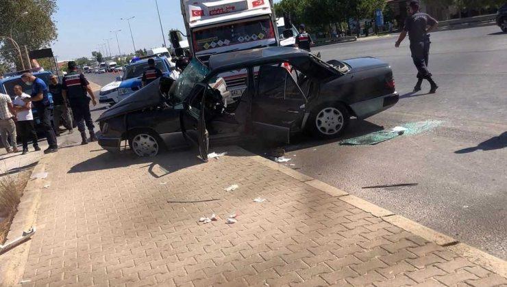 Antalya'da feci kaza: Baba oğul araç içinde sıkıştı