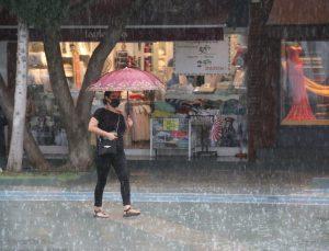 Antalya'da kuvvetli sağanak yağış uyarısı