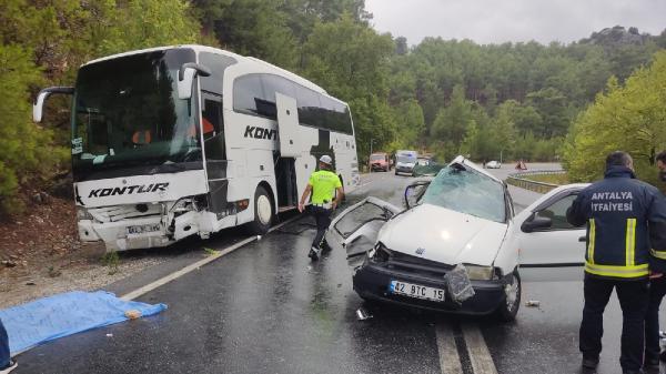 Antalya'da otobüs ile otomobil çarpıştı: 2 ölü, 2 yaralı