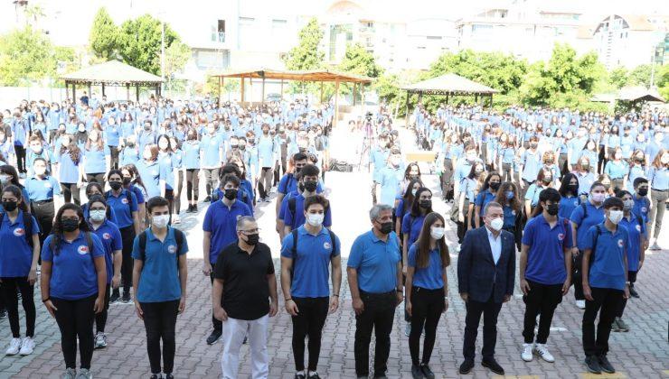 Başkan Böcek'ten dereceye giren öğrencilere altın
