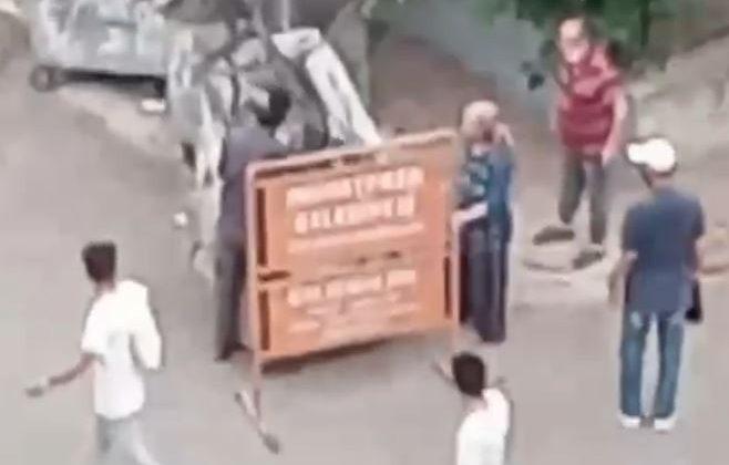 Belediyeye ait tabelayı götürmek isteyen gence, 'teyze' şoku