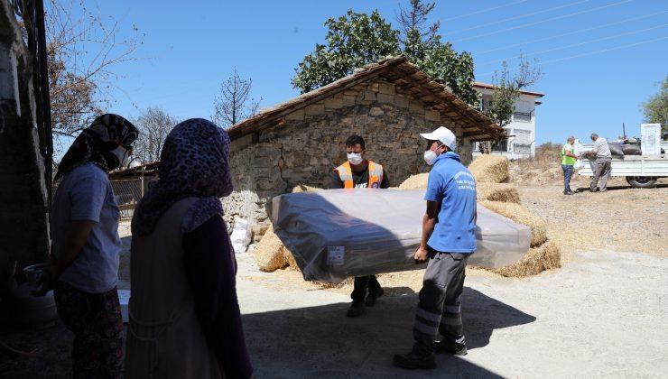 Büyükşehirden Manavgat'ta ihtiyaç sahiplerine ev ve mutfak eşyası yardımı
