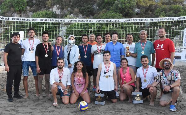 Demre'de plaj voleybolu turnuvası