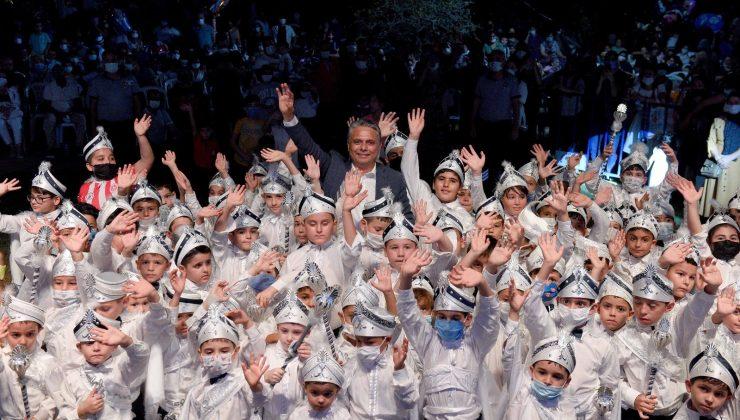 Düğün havasında sünnet şöleninde çocuklar doyasıya eğlendi