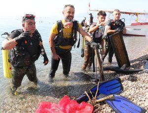 Dünyaca ünlü sahilden 30 dakikada çıkan çöpler pes dedirtti