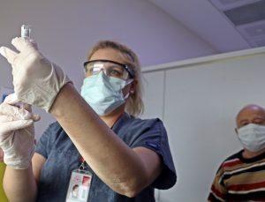 En düşük vaka oranında 3'üncü sıradaki Antalya'da başarının sırrı yüzde 90'a yaklaşan aşı oranı