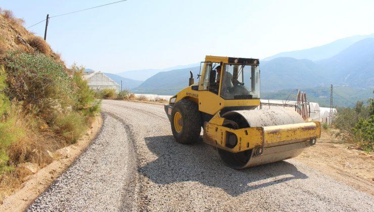 Finike'de asfalt çalışması