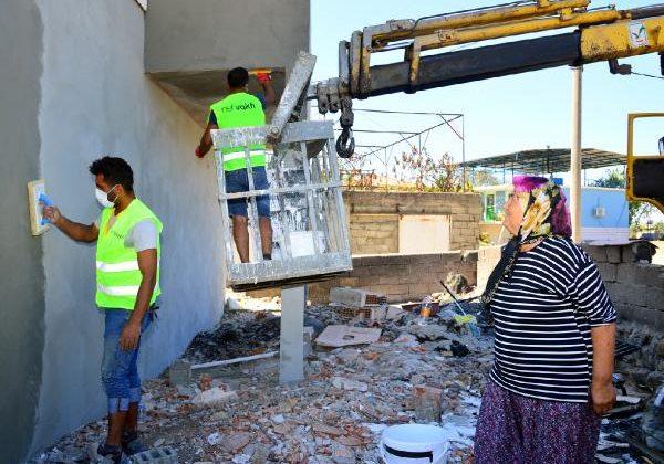 Hafif hasarlı binalar onarılıyor