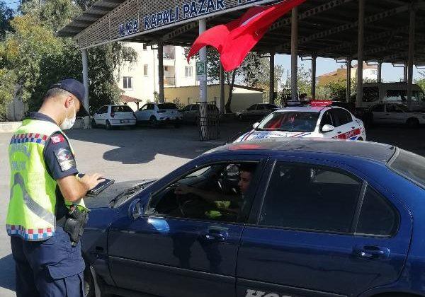 Jandarma sürücüleri denetledi