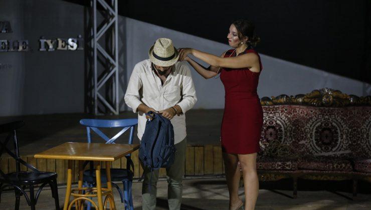 Kaleiçi'nde bulunan amfi tiyatro 'Ferhat ile Sharon'a ev sahipliği yaptı