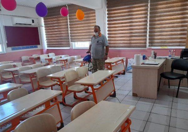Kemer Belediyesi okullarda dezenfekte çalışması yapıyor