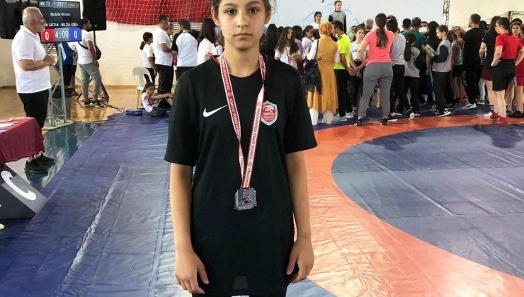 Kepez Belediyesi Güreş takımı sporcusu Elif, milli takım kampına davet edildi