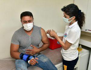 Kepez Belediyesi Sağlık Merkezi ekibi, 41 günde 9 bin Covid-19 aşısı yaptı