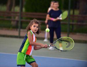 Kepez'de tenise ilgi artıyor
