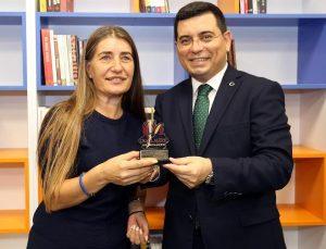 Kepez'in antrenörleri 35 bin kitap topladı