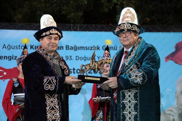 Kırgızistan'ın 30. bağımsızlık yıl dönümü kutlandı