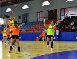 Konyaaltı Belediyespor Kadın Hentbol takımı, deplasmana çift antrenmanla hazırlanıyor