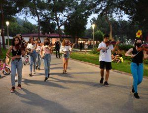 Konyaaltı Oda Orkestrası'ndan 'flash mob' etkinliği