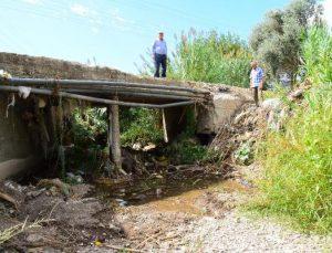 Mahalleli tıkanan köprünün yenilenmesini istedi