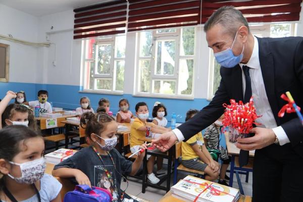 Maske mesafeli okul heyecanı