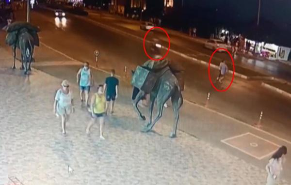 Motosikletin çarptığı Alman turist öldü; kaza anı kamerada